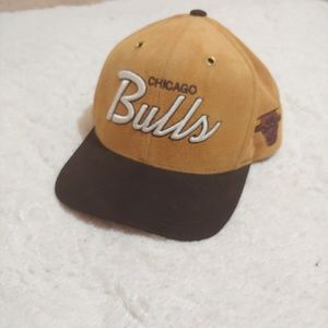 Chicago Bulls wide rim hat.
